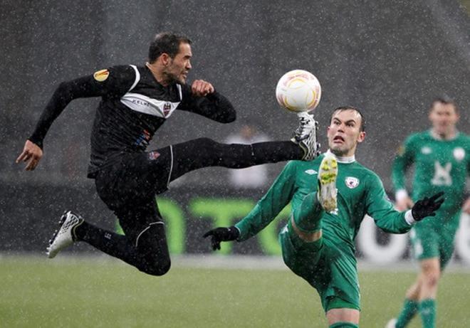 Зимняя футбольная экипировка  выбираем бутсы, одежду и мячи - Чемпионат 277452b8d5a