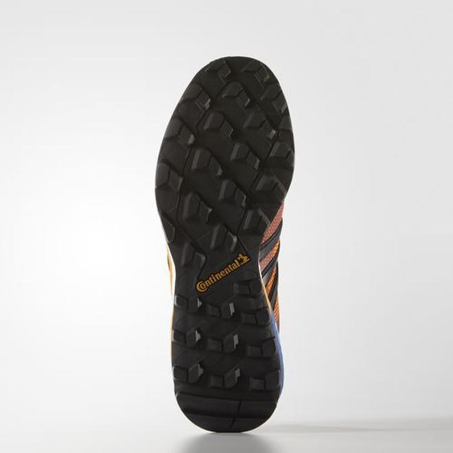 Зимняя коллекция обуви с подошвой Continental