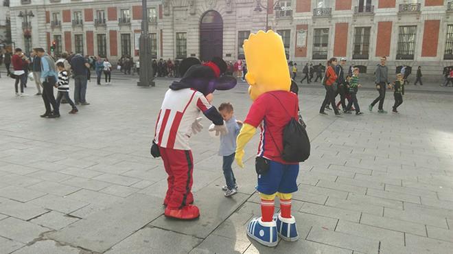 Барт Симпсон, Гомер Симпсон и Микки Маус в цветах «Атлетико»