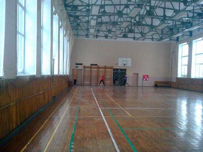 Спортивный зал, где занимался спортсмен. Длина дорожки 71 метр