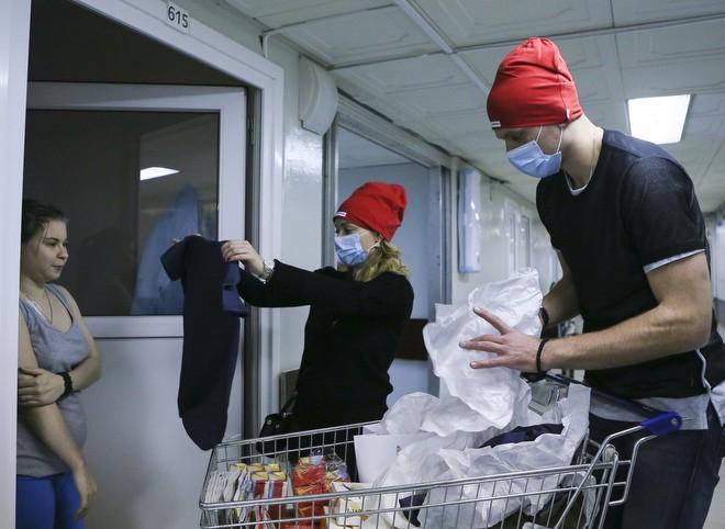 Вратарь «Спартака» Артем Ребров навестил больных лейкемией