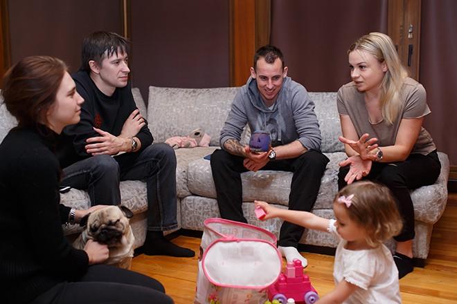 Полина Куимова и Михаил Тяпков в гостях у Люка и Кристины Уилкшир