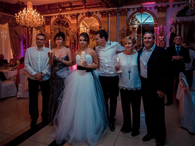 Люк и Кристина с родителями на московском праздновании свадьбы