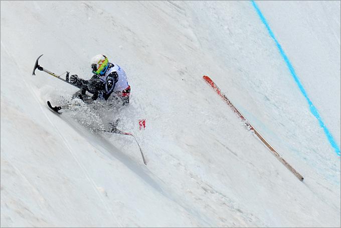 Падение Арли Веласкеса из Мексики, выступавшего в горнолыжном спорте