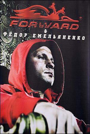 Российский бренд спортивной одежды Forward заключил контракт с Емельяненко. Фёдор стал лицом фирмы сроком на один год.