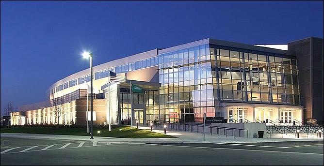 Sears Centre Arena, вмещающая 12000 зрителей. Здесь в ночь с субботы на воскресенье будет вершиться судьба двух легенд MMA.