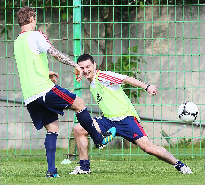 Роман Павлюченко и Алан Дзагоев во второй сборной