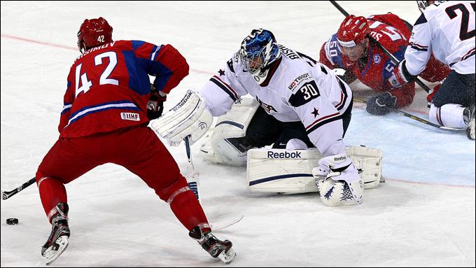 Артём Анисимов атакует ворота сборной США