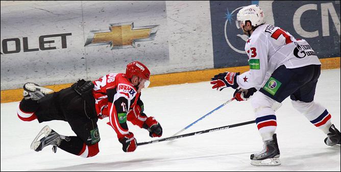 21.11.2010. КХЛ. Автомобилист - СКА - 0:1. Фото 04.