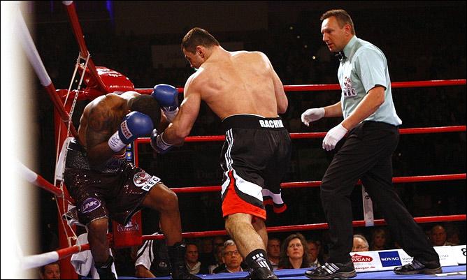 Чахкиев нокаутировал Кодрингтона в первом раунде
