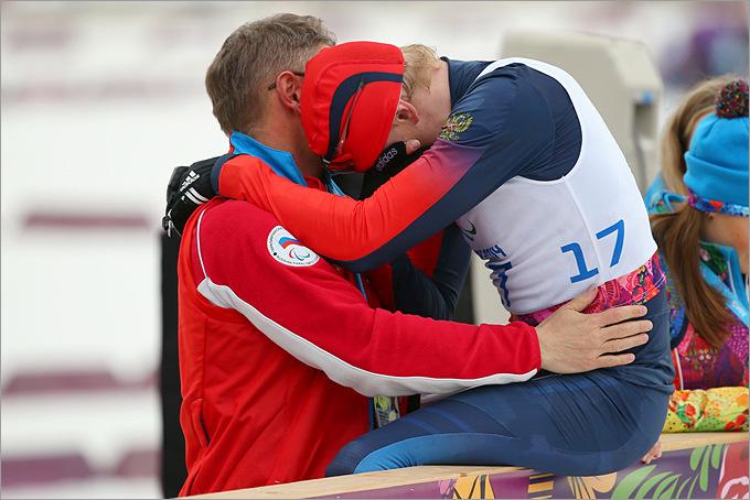 Александр Давидович не смог сдержать слёз после завоевания бронзовой медали в лыжных гонках
