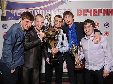 Илья Дервук (крайний слева)