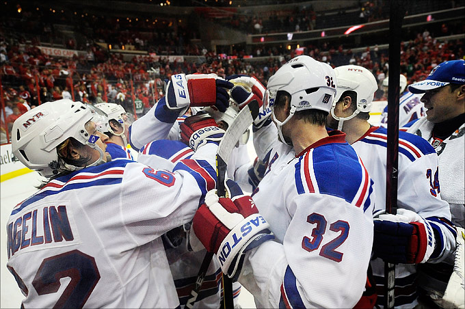 "3 мая 2012 года. Вашингтон. Плей-офф НХЛ. 1/4 финала. ""Вашингтон Кэпиталз"" — ""Нью-Йорк Рейнджерс"" — 1:2 (3 ОТ)"