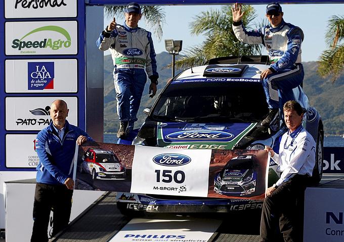 """Жерар Куинн, Мальколм Уилсон, Крис Паттерсон и Петтер Сольберг на Ралли Аргентины-2012 празднуют 150-й подряд финиш """"Форда"""" в очках на этапах WRC"""