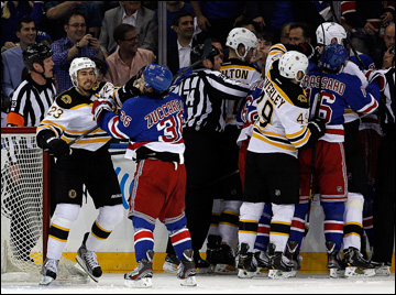 """21 мая 2013 года. Нью-Йорк. Плей-офф НХЛ. 1/4 финала. Матч № 3. """"Рейнджерс"""" — """"Бостон"""" — 1:2. Страсти на льду не утихали весь матч"""