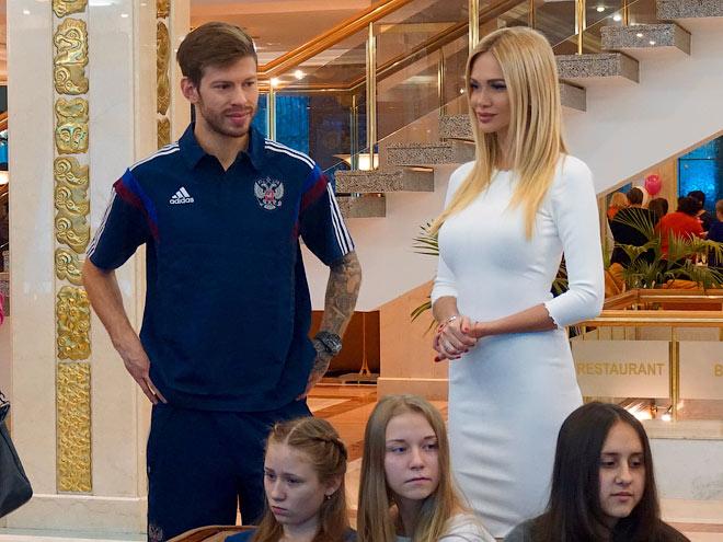 Фёдор Смолов и Виктория Лопырёва