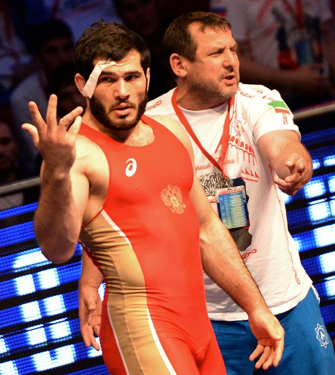Ильясу Магомадову сломали палец