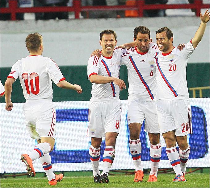 Александр Кержаков празднует гол в ворота Уругвая