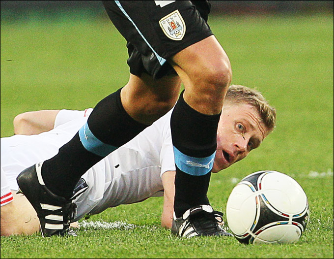 Павел Погребняк в игре против Уругвая