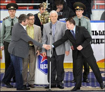 Кубок Харламова отправляется в Омск