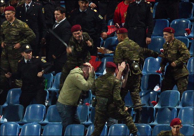 На трибунах во время матча в Баку случались инциденты