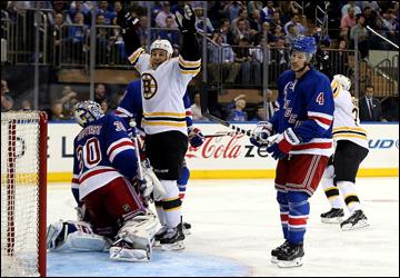 """21 мая 2013 года. Нью-Йорк. Плей-офф НХЛ. 1/4 финала. Матч № 3. """"Рейнджерс"""" — """"Бостон"""" — 1:2. Грегори Кэмпбелл взмывает руки: шайба в воротах!"""