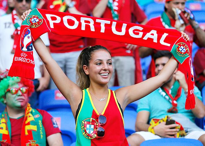 Фото самых ярких болельщиц с матчей 1/2 финала Евро-2016