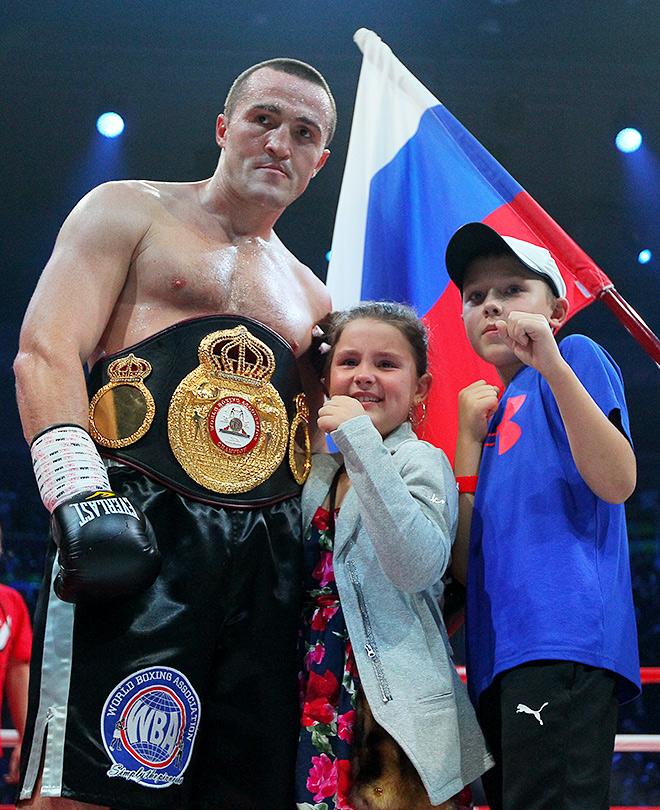Денис Лебедев со своей семьёй
