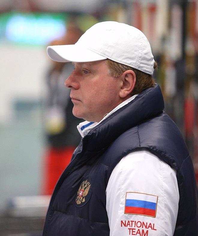 Алексей Жамнов задумчив