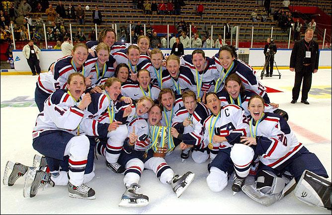Топ-100 историй ИИХФ. История № 52. Женская сборная США - чемпион мира-2005. Фото 02.