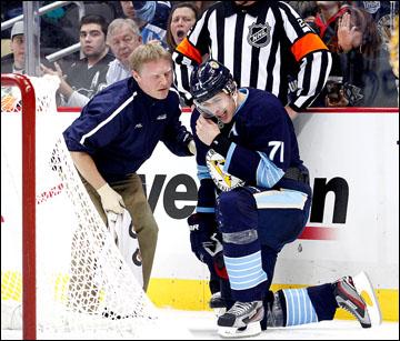 """Евгений Малкин, как говорят в таких случаях сами хоккеисты, """"встряхнул лампочку"""""""