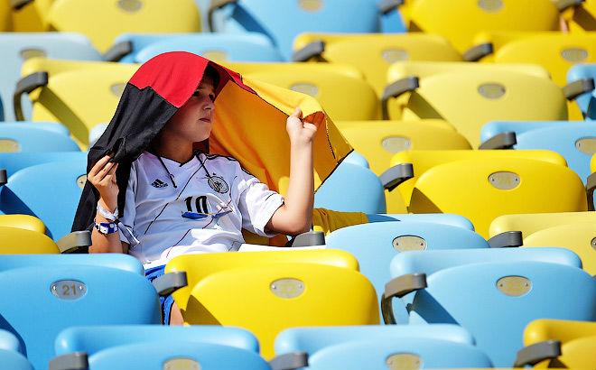 Франция и Германия сыграли в жаркую погоду