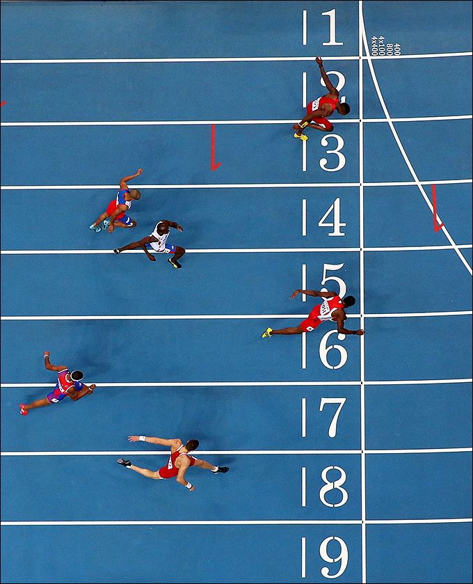 Финиш бега на 400 метров у мужчин