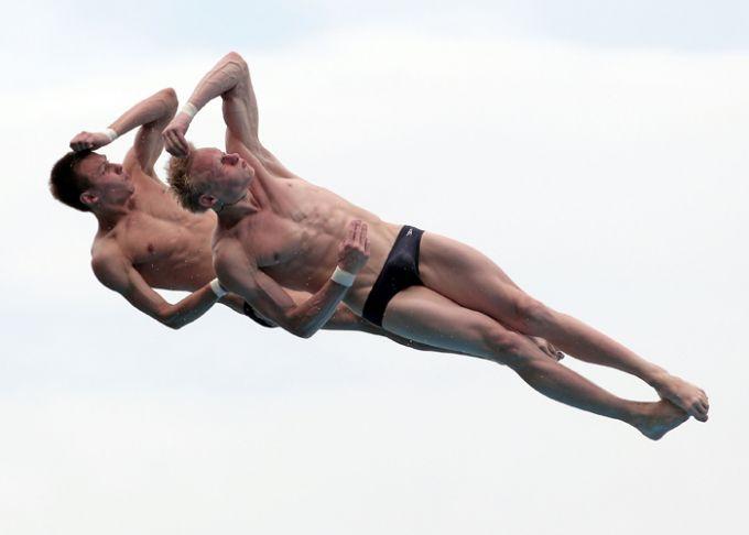 Захаров и Минибаев во время исполнения почти бронзового прыжка