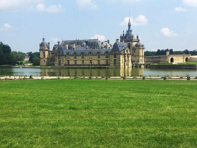 Замок в городке Шантиль
