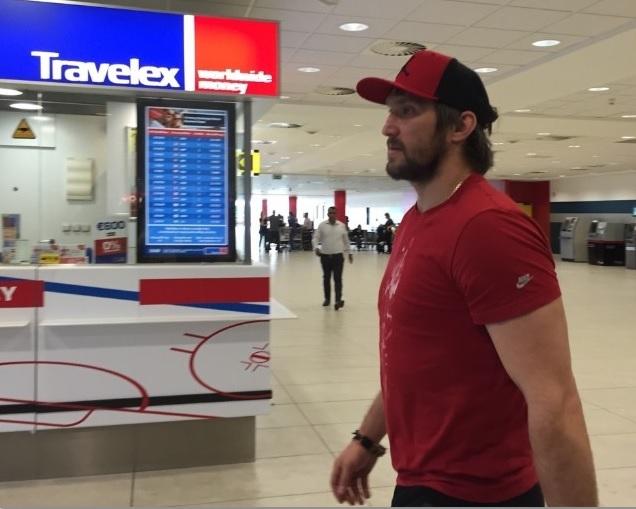 Александр Овечкин прилетел в Прагу