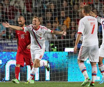 Отборочный матч ЧМ-2014. Португалия — Россия. Спорный момент в штрафной хозяев поля.