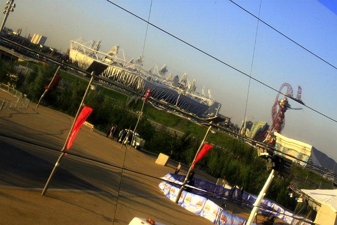 Отражение олимпийской арены