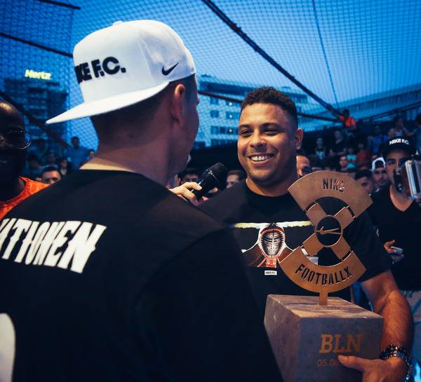 Легендарный Роналдо посетил турнир по уличному футболу Nike
