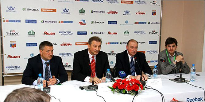 1 апреля 2010 года. Смоленск. Пресс-конференция президента ФХР Владислава Третьяка.