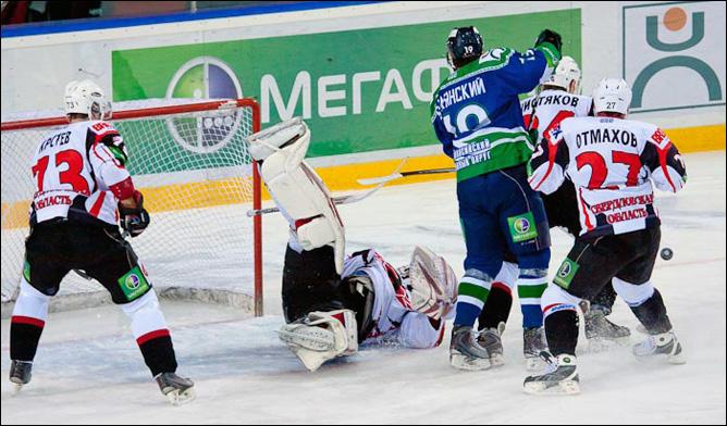 25.11.2010. КХЛ. Югра - Автомобилист - 3:1. Фото 01.