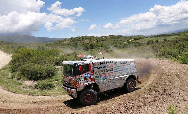 Йосимаса Сугавара – в 73 года за рулём грузовика на своём 33-м «Дакаре»