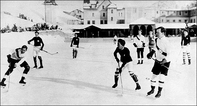 Кто с кем играет – непонятно. Но написано, что первый чемпионат мира по хоккею.
