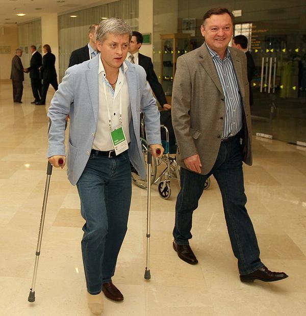 На конференции Ефремов передвигался на костылях