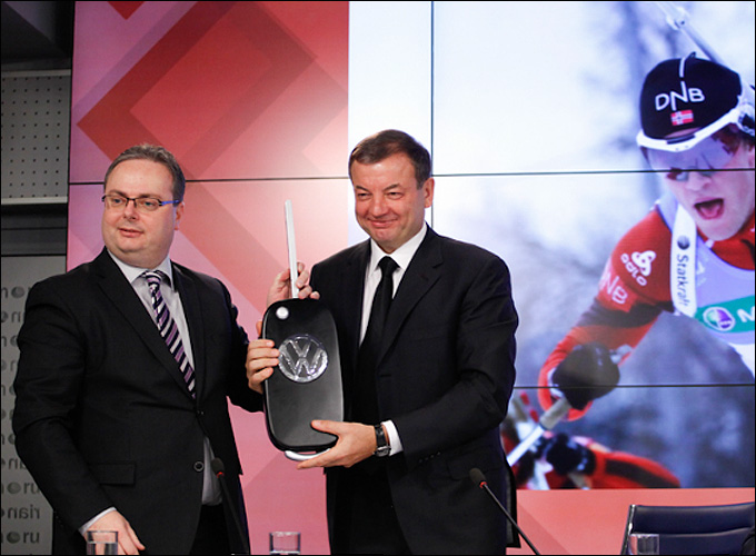 Volkswagen — официальный партнер Союза биатлонистов России с 2013 г. В. Страшил (Volkswagen) слева и Сергей Кущенко (СБР)