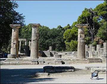 Развалины храма богини Геры и параболическое зеркало для зажжения огня
