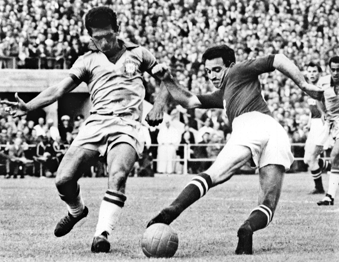 Чемпионат мира — 1958. Бразилия — СССР — 2:0. Никита Симонян против Освалдо