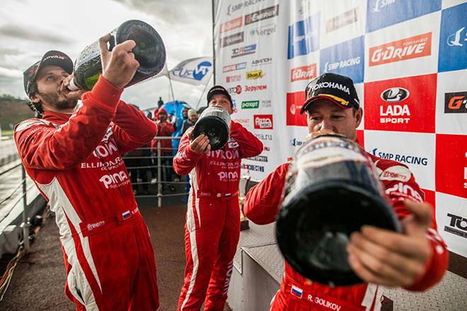 Lukoil Racing Team стала чемпионом в командном зачёте, а на последней гонке сезона её пилоты сделали хет-трик