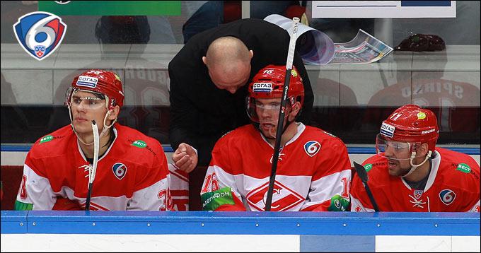 Виктор Бобров (крайний слева)