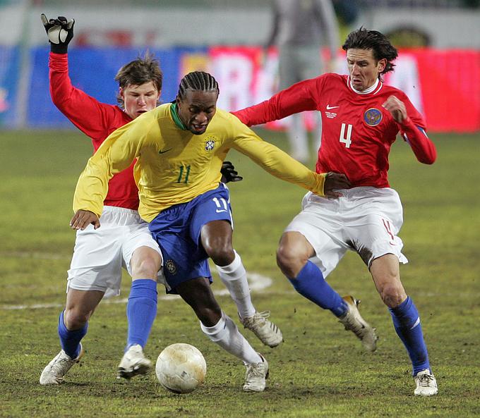 2006 год. Россия — Бразилия — 0:1. Андрей Аршавин и Алексей Смертин против Зе Роберто